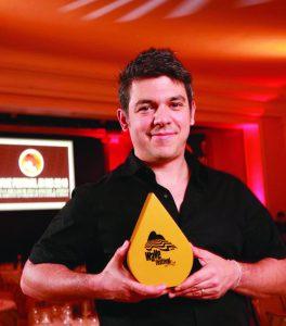 2013: Luiz Sanches com o troféu de Agência do Ano, que a AlmapBBDO conquistou, não só em 2012, mas em todas as nove edições já realizadas (crédito: André Valentim)
